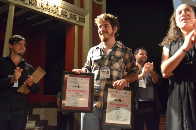"""Alejandro Ponce de León (al centro), Jarid Alcántar (izquierda), ambos directores obtuvieron """"mención honorífica"""" por su trabajo."""