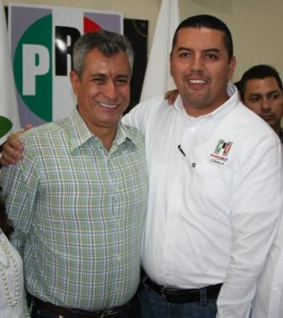 Para celebrar la permanencia de Enrique Carpio como comisario de Zacualpan, el regidor priista César Abelardo Rodríguez Rincón, pagó a un grupo musical para tocar varias canciones